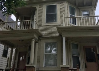 Foreclosed Home en S 10TH ST, Milwaukee, WI - 53204