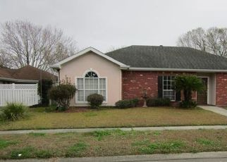 Foreclosed Home in HAWTHORNE DR, Houma, LA - 70360