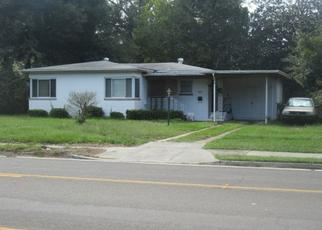 Foreclosed Home en CESERY BLVD, Jacksonville, FL - 32211