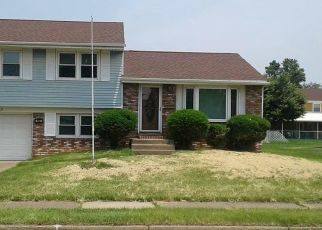 Foreclosed Home en OLD ORCHARD LN, Bristol, PA - 19007