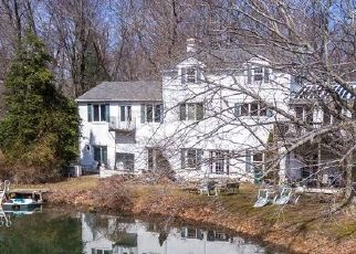 Foreclosed Home en S WARMINSTER RD, Hatboro, PA - 19040