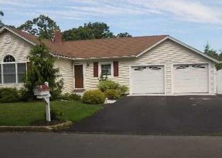 Foreclosed Home in CAROLINE AVE, Smithtown, NY - 11787