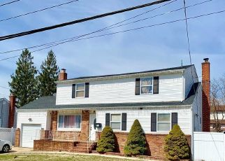 Foreclosed Home en HANCOCK ST, Brentwood, NY - 11717