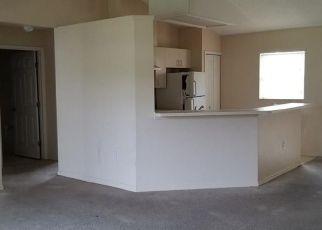 Foreclosed Home en COURTLAND BLVD, Deltona, FL - 32738