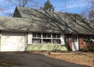 Foreclosed Home en QUINCY DR, Levittown, PA - 19057