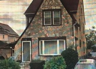 Foreclosed Home en DUNKIRK ST, Saint Albans, NY - 11412