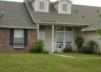 Foreclosed Home en DUNNS VIEW DR, Jacksonville, FL - 32218