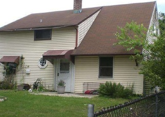 Foreclosed Home en WHITEWOOD DR, Levittown, PA - 19057