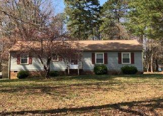 Foreclosed Home en REESE DR, Sandston, VA - 23150