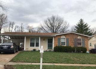 Foreclosed Home en CODORNIZ LN, Fenton, MO - 63026