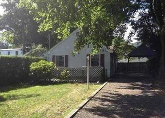 Foreclosed Home en CALDWELL ST, Huntington Station, NY - 11746