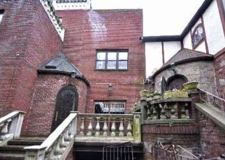 Foreclosed Home en BURNS ST, Forest Hills, NY - 11375