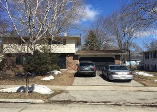 Foreclosed Home en W GRUENWALD AVE, Oshkosh, WI - 54901