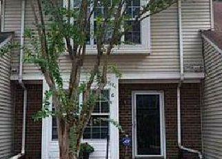 Foreclosed Home en HACKBERRY PL, Hampton, VA - 23666