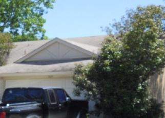Foreclosed Home in LEWIS TRL, Grand Prairie, TX - 75052