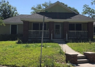 Foreclosed Home en VINSON AVE, Savannah, GA - 31404