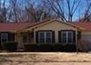 Foreclosed Home en VERWOOD DR, Florissant, MO - 63033