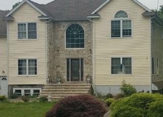 Foreclosed Home en BIRDSEYE RD, Shelton, CT - 06484