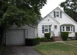 Foreclosed Home in GARFIELD ST, Bay Shore, NY - 11706