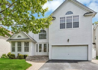 Foreclosed Home en HYACINTH CT, Melville, NY - 11747