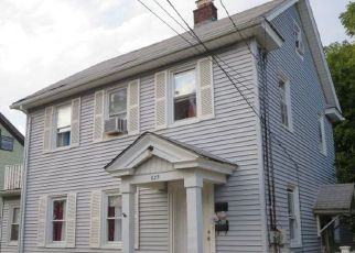 Foreclosed Home en LINCOLN AVE, Baldwin, NY - 11510