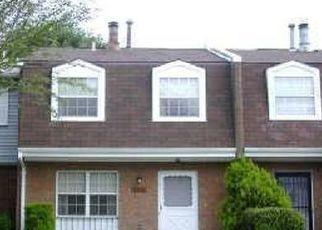 Foreclosed Home en ENSBROOK LN, Woodbridge, VA - 22193