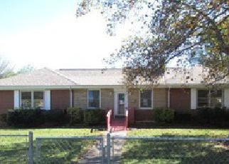 Foreclosed Home en MAPLELAWN AVE NW, Roanoke, VA - 24012