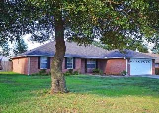 Foreclosed Home en TIMBER RIDGE DR, Milton, FL - 32571