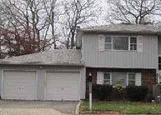 Foreclosed Home en CRYSTAL BROOK HOLLOW RD, Port Jefferson Station, NY - 11776