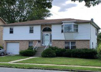 Foreclosed Home en DEKOVEN ST, Rockville Centre, NY - 11570