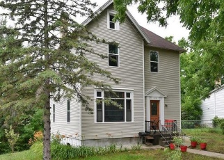 Foreclosed Home en 4TH AVE SW, Faribault, MN - 55021
