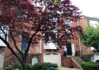 Foreclosed Home en CROOKED OAK LN, Falls Church, VA - 22042
