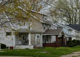 Foreclosed Home en ROSLYN AVE SW, Canton, OH - 44710