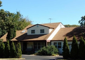Foreclosed Home en STONY BROOK RD, Lake Grove, NY - 11755