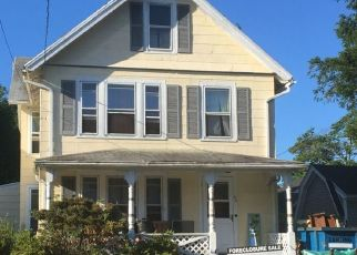 Foreclosed Home in KINGS COLLEGE PL, Stratford, CT - 06615