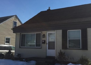Foreclosed Home en E MAXLOW AVE, Hazel Park, MI - 48030