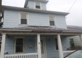 Foreclosed Home en EVANS ST, Kingston, PA - 18704
