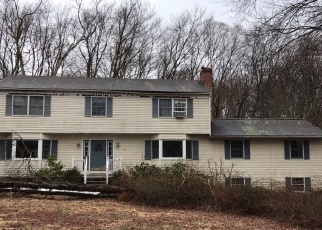 Foreclosed Home en SCENIC HILL LN, Monroe, CT - 06468