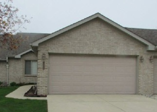 Foreclosed Home en BLUE SPRUCE LN, Clinton Township, MI - 48035