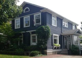 Foreclosed Home en BIGELOW AVE N, Seattle, WA - 98109