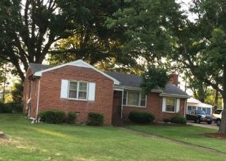 Foreclosed Home en N DAISY AVE, Highland Springs, VA - 23075