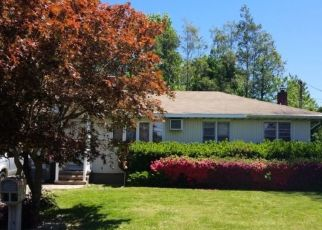 Foreclosed Home en N 23RD ST, Wyandanch, NY - 11798