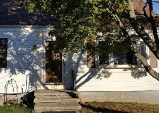 Foreclosed Home en PINE ROCK AVE, Hamden, CT - 06514