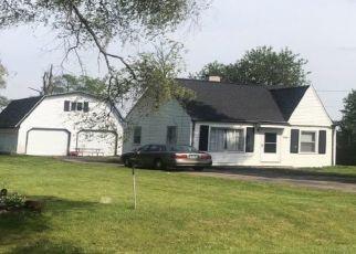 Foreclosed Home en ELLIS PARK DR, Burton, MI - 48519
