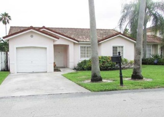 Foreclosed Home en NW 61ST AVE, Hialeah, FL - 33015