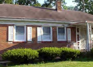 Foreclosed Home in W TUTTLE ST, Decatur, IL - 62522