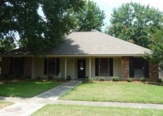 Foreclosed Home in STONEWALL DR, Baton Rouge, LA - 70817