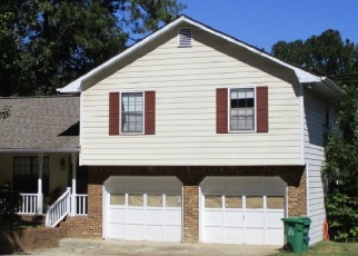Foreclosed Home en PENNYLAKE LN, Stone Mountain, GA - 30087