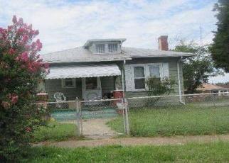 Foreclosed Home en MAGNOLIA ST, Petersburg, VA - 23803