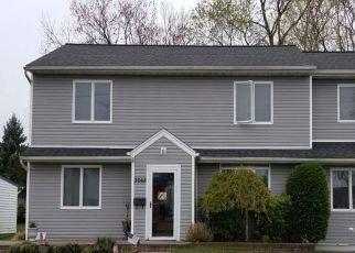 Foreclosed Home en XAVIER PL, Oceanside, NY - 11572
